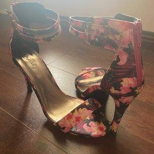Qupid Floral Strappy Sandal